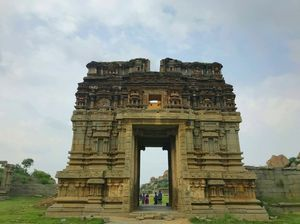 Hampi : Ruins that would do the opposite to your mood