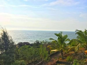 Bekal Fort : A fort wherefrom you can cliff-jump right into the sea