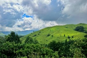 Kudremukh : A tryst with clouds above the green mounds