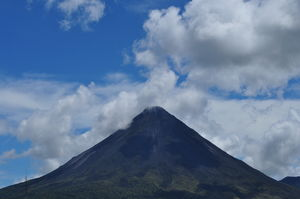 Arenal Volcano (Volcan Arenal) 1/1 by Tripoto