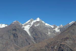 Shimla manali rohatang pass- palce of maountains and snow.