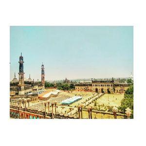 Muskuraiyen ap Lucknow mein hai..!