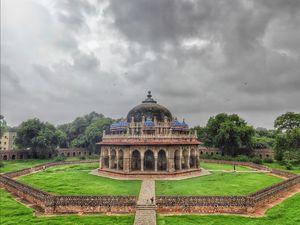 Isa Khan Tomb – An Asylum of Paradise????
