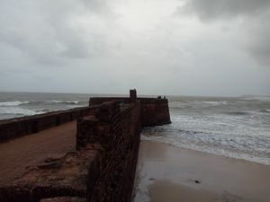 Sinquerim Fort & Beach of North Goa