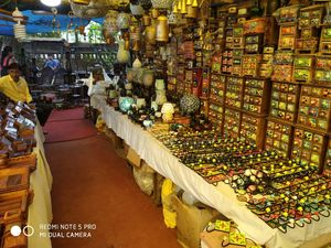 hello my friend the today where Delhi Haat which is the beautiful market run that Delhi tourism .