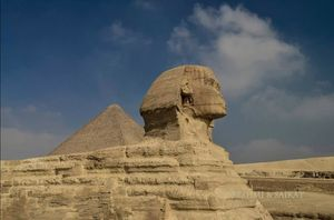 Tourist Scams in the Pyramid Complex of Giza