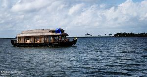 Experience the life in houseboat at Alleppey