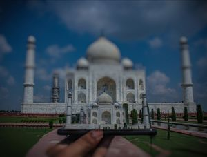 Taj -The ???? crown of palaces