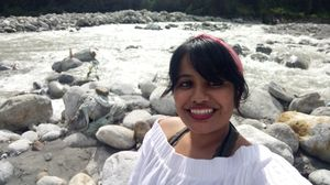 #selfiewithaview #triptocommunity The beautiful beas river #himachal #manali