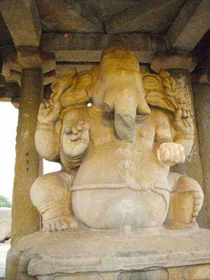 Sasivekalu Ganesha Temple 1/6 by Tripoto