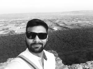 Battlefield at the back!! Ratan Singh and Alauddin Khilji War #TripotoCommunity #SelfieWithAView