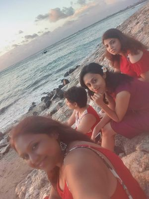 #selfiewithaview #tripotocommunity  ... sunset view for ladies in Red.. Indian Ocean