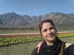 The gorgeous views of blooming Kashmir tulips and the mountains #SelfieWithAview #TripotoCommunity