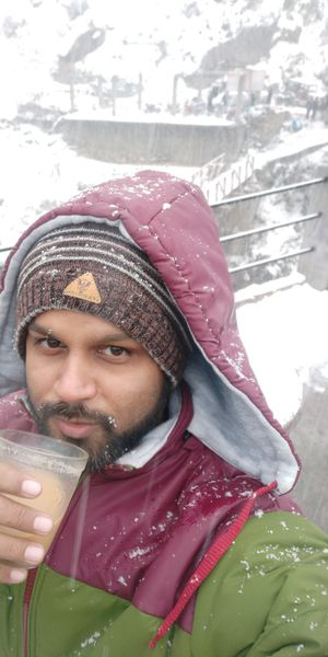 Snowfall with hot tea on the way to kheerganga awesome feeling #SelfiewithAview #Tripotocommunity