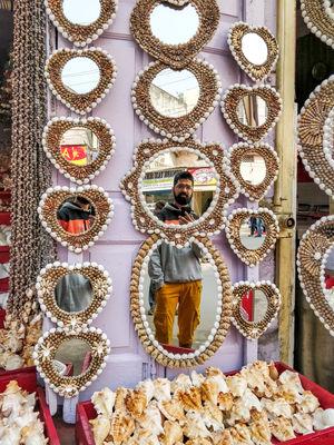 #haridwar #market #mirrorselfie #selfie #SelfieWithAView #TripotoCommunity #Mirrors #pearl #seashell