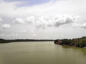Parassinikadav sree muthappan temple on the shore of valapattanam river