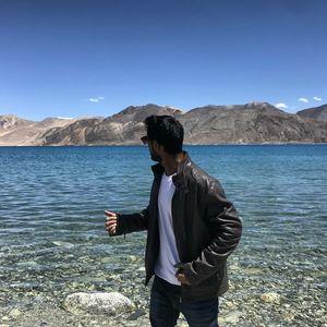 Pangong Lake - Leh Laddakh            (Follow on Instagram: @desiharleyrider)