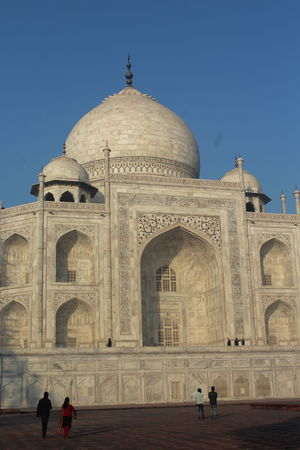 Taj Mahal and Agra Fort: Monuments those define Grandeur