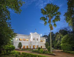 बजट में ठाठ-बाट: राजा की तरह रहना है तो इस राजमहल में ठहरने का बनाओ प्लान!