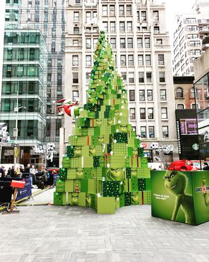 15 Cool New York City Street Photos During Holidays! #holidays #streetviews