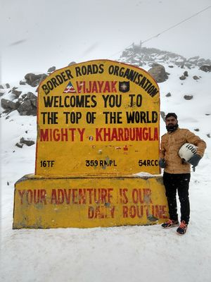 World highest motorable road...awesome weather...what a ride it was...unbelievable...#lehladakh