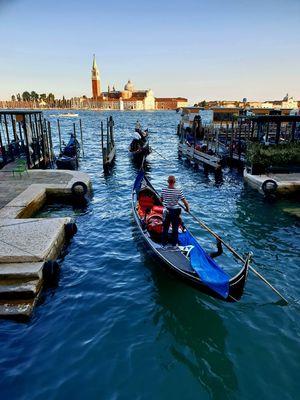 Gondola rides in Venice. A sneekpeak.