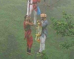 Married at 295 Ft: Love For Adventure Took This Couple To Insane Heights
