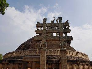 Great Buddhist complex  sanchi