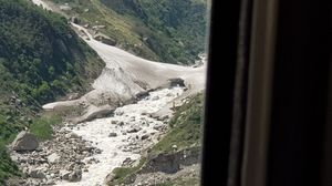 Badrinath: lord vishnu's home. Passing through beautiful road and witnessed this amazing view.