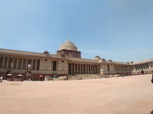 A peak into Rashtrapati Bhavan, New Delhi. Seat of the President of India