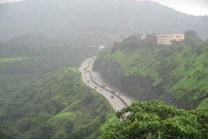 Mumbai - Pune Expressway 1/19 by Tripoto