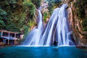 Bhatta Falls 1/undefined by Tripoto