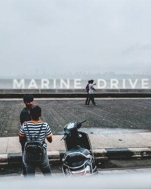 Now i am at marine drive mumbai the best tourist point in india the real place for chill............