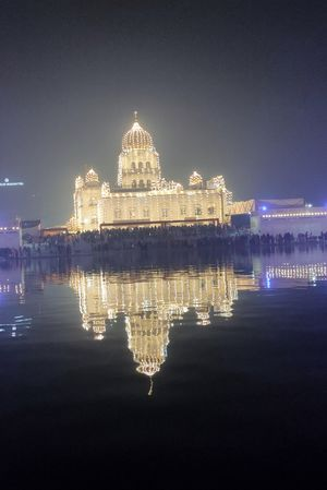 Bangla Sahib Gurudwara is a delight to visit and the holy Gurupurab is cherry on the cake.
