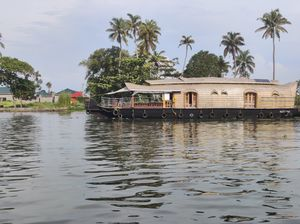 Punnamada Lake : Explore the beauty of backwaters in Alapuzha, Kerala