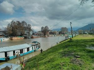 Shelter group of Houseboats in Srinagar | Kashmir Houseboats 1/3 by Tripoto