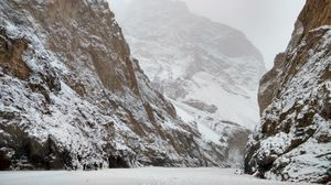 Planning for Chadar trek? Here are the 9 things you should consider before going there. #winterTrek