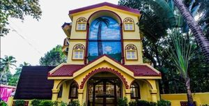 Stay at this budget friendly resort homestay in heart of North Goa with Alexa.