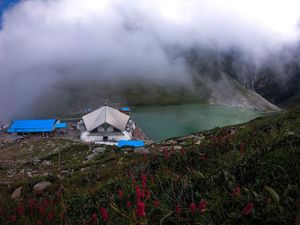 Hemkund Sahib Gurudwara Trek- Heavenly Place