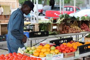 Charleston's Farmers Market  1/1 by Tripoto