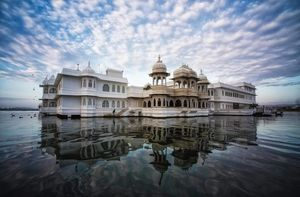 Tying A Knot Soon? Here are 5 iconic places in India for your pre-wedding photo-shoot before you do!