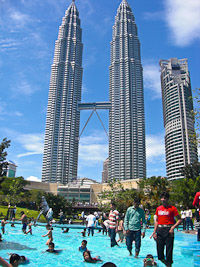 Petronas Twin Towers 1/29 by Tripoto