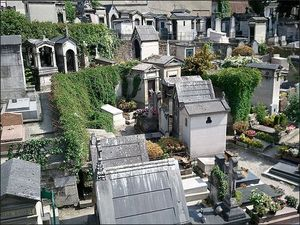 Montmartre Cemetery 1/1 by Tripoto