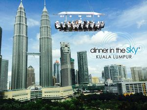 How about having a Dining experience 150 feet above the land in Malaysia!!