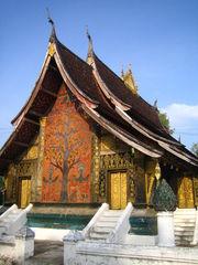 Wat Xieng Thong 1/4 by Tripoto