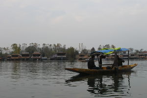 Enjoy the serenity of Dal Lake-Srinagar. Chupke se sun, is pal ki dhun