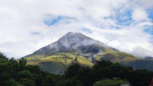 Mount Taranaki 1/1 by Tripoto