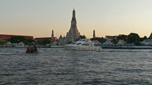 Wat Arun and Chao Faraya River Cruise