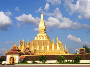 Pha That Luang 1/1 by Tripoto