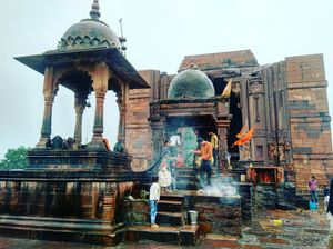 The humongous shivling at Bhojpur shiv temple